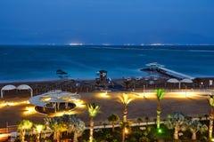 Il mar Morto, è un lago di sale che confinano la Giordania al Nord e Israele all'ovest immagine stock libera da diritti