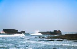Il mare al tempio del lotto di Tanah, Bali, Indonesia Fotografia Stock