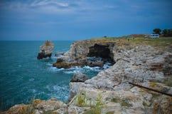 Il mare della Bulgaria della spiaggia delle scogliere di Tyulenovo Fotografia Stock Libera da Diritti