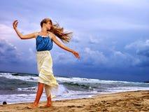 Il mare della ragazza dell'estate considera l'acqua Fotografie Stock Libere da Diritti