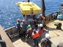 Il mare di Bering/Russia - 11 giugno 2016: Spiegamento di ROV fotografia stock libera da diritti