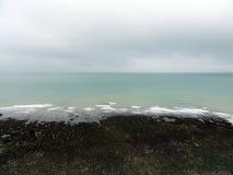Il mare di Etretat in Normandie Fotografie Stock Libere da Diritti