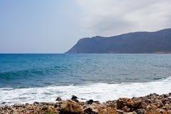 Il mare e le montagne nel Cipro Fotografia Stock