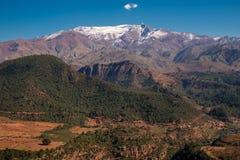 Il Marocco l'alta vista della catena montuosa dell'atlante Immagine Stock