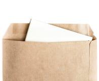 Il marrone aperto ha riciclato la busta del mestiere con la lettera di carta dentro la o Fotografie Stock