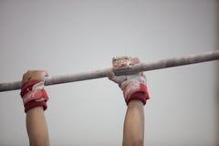 Il maschio di Antivari della ginnastica passa il primo piano immagini stock
