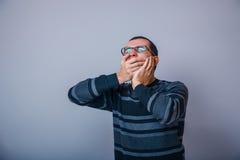 il maschio Europeo di aspetto di circa trenta ha chiuso il suo Fotografia Stock Libera da Diritti