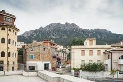 Il massiccio della montagna Monte - di Corrasi: calcare bianco, Oliena, Nuoro, Sardegna orientale, Italia immagine stock