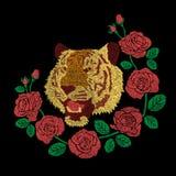il materiale illustrativo del ricamo della testa della tigre e del fiore delle rose rosse progetta Immagine Stock Libera da Diritti