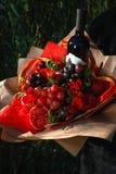 Il mazzo dei frutti e del vino immagini stock libere da diritti