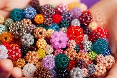 Il mazzo di piccole palle fatte del seme borda Fotografie Stock