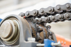 Il meccanismo della trasmissione a catena Cuscinetto, albero motore, g fotografia stock