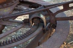 Il meccanismo quel controlla il movimento della lama del selezionatore sull'attrezzatura obsoleta di azienda agricola Fotografie Stock Libere da Diritti