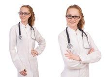 Il medico abbastanza femminile con lo stetoscopio isolato su bianco Immagini Stock