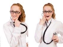 Il medico abbastanza femminile con lo stetoscopio isolato su bianco Immagini Stock Libere da Diritti