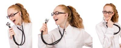 Il medico abbastanza femminile con lo stetoscopio isolato su bianco Fotografia Stock Libera da Diritti