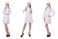 Il medico attraente della donna con stetothcope isolato su bianco Immagini Stock