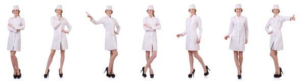 Il medico attraente della donna isolato su bianco Immagini Stock