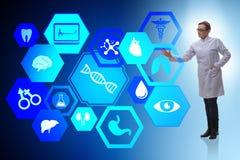 Il medico della donna nel concetto futuristico di telemedicina Immagine Stock