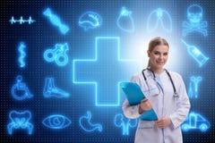 Il medico della donna nel concetto futuristico di telemedicina Immagini Stock