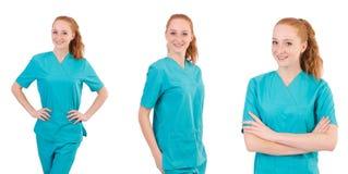 Il medico della donna in uniforme che sfoglia su isolato su bianco Immagine Stock