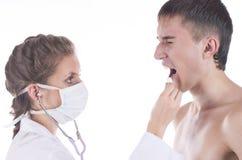 Il medico ed il paziente su un fondo bianco fotografia stock