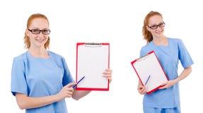 Il medico grazioso in uniforme del blu con i documenti isolati su bianco Immagini Stock