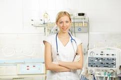 Il medico nella rianimazione Fotografia Stock Libera da Diritti