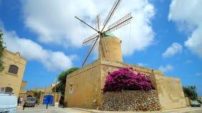 Il ` medievale Kola Windmill, Xaghra, Malta di tum video d archivio