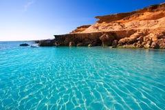 Il Mediterraneo del turchese della spiaggia del DES Mort di Formentera es Calo Fotografia Stock