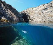 Il Mediterraneo naturale della Spagna dell'arco della linea costiera rocciosa immagine stock libera da diritti