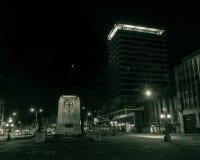Il memoriale di guerra del centro di Bristol City e Colston si elevano di notte Immagine Stock