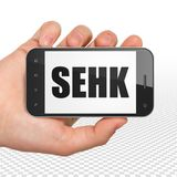 Il mercato azionario indicizza il concetto: Mano che tiene Smartphone con SEHK su esposizione Fotografia Stock