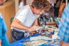 Il mercato del hippy di Punta Arabi è un posto famoso sull'isola in cui gli artisti vende i mestieri fatti a mano ed i ricordi immagini stock libere da diritti