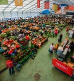 Il mercato dell'alimento di Cascais è il posto da andare se volete i prodotti ed il pesce locali freschi I giorni più occupati so Fotografie Stock