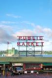 Il mercato di posto di luccio famoso firma dentro Seattle Fotografia Stock Libera da Diritti
