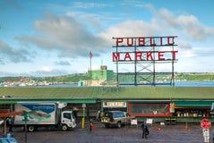 Il mercato di posto di luccio famoso firma dentro Seattle Immagine Stock Libera da Diritti