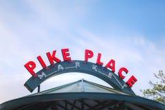 Il mercato di posto di luccio famoso firma dentro Seattle Immagini Stock