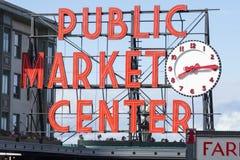 Il mercato di posto di luccio firma dentro Seattle Immagini Stock Libere da Diritti