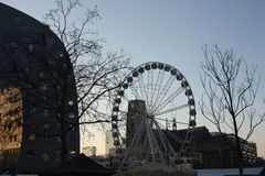 Il mercato famoso del cuore di grande citt? di Rotterdam, una metropoli olandese fotografie stock