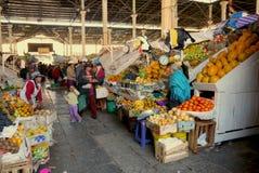Il mercato pubblico, Cusco, Perù la gente m. del 2 settembre 2013 /Local immagini stock libere da diritti