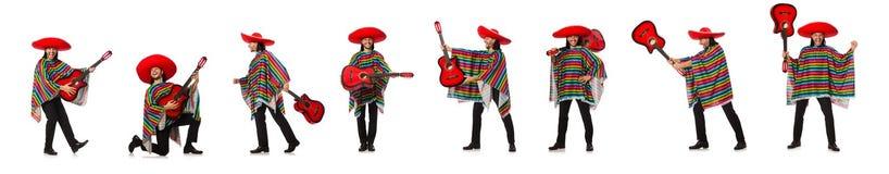 Il messicano in chitarra viva della tenuta del poncio isolata su bianco Immagine Stock