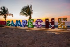 Il Messico, San Francisco de Campeche: Grandi lettere variopinte che compitano Campeche Tramonto fotografia stock