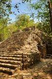 Il Messico, sul modo all'ascensione della piramide di Coba fotografia stock libera da diritti