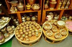 Il mestiere Benjarong è pott di base tailandese tradizionale di stile di cinque colori Immagine Stock