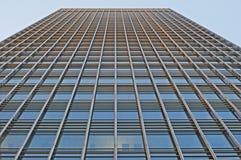 Il metallo & il vetro hanno fronteggiato il grattacielo Immagini Stock Libere da Diritti