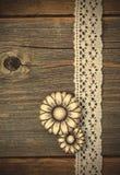 Il metallo d'annata abbottona i fiori ed i nastri del pizzo Fotografia Stock Libera da Diritti