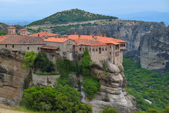 Il Meteora - monasteri rocciosi importanti complessi in Grecia Immagine Stock
