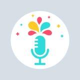 Il microfono con Colourful spruzza Segno parlare pubblico Fotografie Stock Libere da Diritti