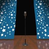 Il microfono in scena mostra la manifestazione di talento o di concerto Fotografia Stock